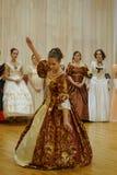 Красивая девушка в старом платье Стоковые Фото
