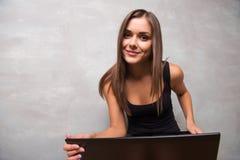 Красивая девушка в хорошей форме Стоковая Фотография