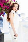 Красивая девушка в центре города Стоковые Фото
