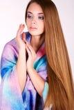 Красивая девушка в ярких одеждах Стоковое Фото