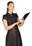 Красивая девушка держа доску зажима в его руках Стоковое фото RF