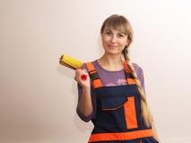 Красивая девушка делая ремонт Стоковое Изображение RF