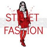 Красивая девушка идет ходить по магазинам в стильных платье и тапках Модная одежда и аксессуары, ботинки, сумки, солнечные очки и бесплатная иллюстрация