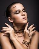 Красивая девушка кибер с черным составом стоковая фотография