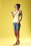 Красивая девушка на желтой предпосылке Стоковое Фото