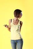 Красивая девушка на желтой предпосылке Стоковые Изображения RF