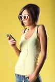 Красивая девушка на желтой предпосылке Стоковая Фотография RF