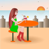 Красивая девушка на кафе пляжа Стоковая Фотография