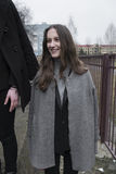 красивая девушка на улице в черноте, атмосфера моды 2, стиль Стоковая Фотография RF