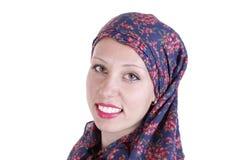 Красивая девушка нося hijab изолированное на белизне Стоковое фото RF