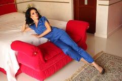 Красивая девушка дома Стоковое Изображение RF