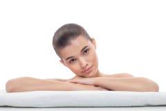 Красивая девушка после косметических процедур, подтяжка лица, посещая beautician, массаж стоковые изображения rf