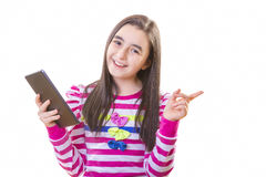 Красивая девушка подростка с цифровой таблеткой Стоковые Фото