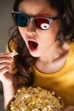 Красивая девушка смотря кино Стоковая Фотография