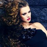 Красивая девушка с волосами летания Стоковое Изображение