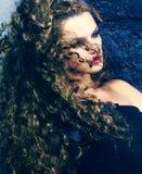 Красивая девушка с волосами летания Стоковое Изображение RF