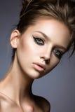 Красивая девушка с длинными ресницами и совершенной кожей Стоковое фото RF