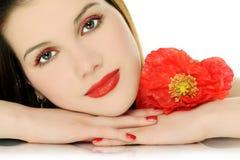 Красивая девушка с маком Стоковое Изображение RF