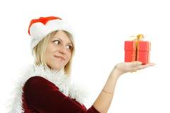 Красивая девушка с подарком Стоковое Изображение