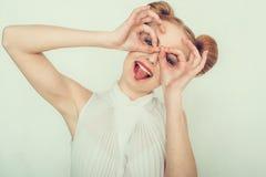 Красивая девушка с смешным стилем причёсок Стоковое Фото
