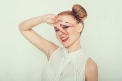 Красивая девушка с смешным стилем причёсок Стоковая Фотография