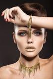 Красивая девушка с совершенным makeu кожи и вечера Стоковая Фотография