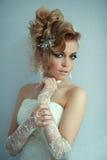 Красивая девушка с стильным hairdo Стоковое Изображение RF