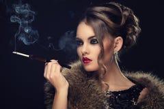 Красивая девушка с шикарной стороной Стоковая Фотография RF