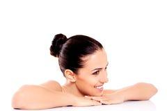 Красивая девушка с щетками состава Изолировано на белизне Стоковая Фотография RF