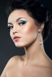 Красивая девушка с яркими волосами состава и вечера Стоковое Изображение RF