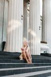 Красивая девушка blondie в платье в лете Стоковая Фотография
