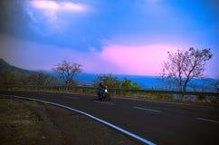 Красивая езда велосипеда Стоковое Фото