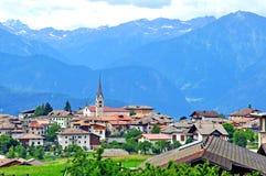 Красивая деревня в Trentino, Италии стоковые изображения rf