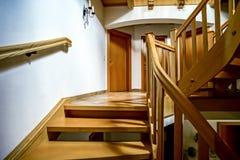 Красивая деревянная винтовая лестница Стоковое фото RF