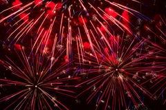 Красивая естественная предпосылка, как красные светящие фейерверки Для фона для всех случаев, особенно для рождества Стоковые Фото