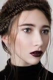 Красивая женская модель с губами вишни Стоковые Изображения RF