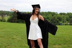 Красивая женщина в белом платье и черных крышке, мантии и Tass, сексуальном подростке Уникально шикарная сторона, славная улыбка, Стоковое Фото