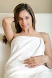 Красивая женщина в курорте стоковое изображение