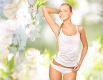 Красивая женщина в нижнем белье над вишневым цветом Стоковая Фотография