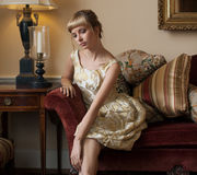 Красивая женщина в причудливой установке Стоковая Фотография