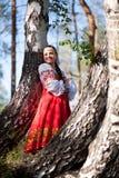 Красивая женщина в русском национальном платье Стоковое Изображение