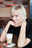 Красивая женщина в столовой Стоковые Фото
