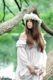Красивая женщина в стране чудес стоковая фотография
