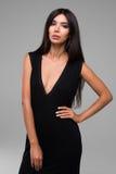 Красивая женщина в черном портрете платья Стоковая Фотография RF