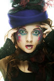Красивая женщина в шляпе с художническим составом Стоковые Изображения RF