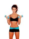 Красивая женщина делая весы для того чтобы тонизировать ее мышцы стоковая фотография rf
