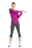 Красивая женщина делая протягивающ тренировку Стоковое Фото