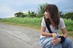 красивая женщина на наружном естественном месте Стоковая Фотография