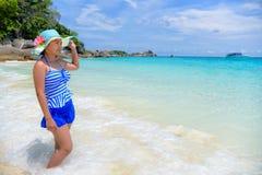 Красивая женщина на пляже в Таиланде стоковое фото rf