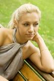 Красивая женщина на стенде Стоковое фото RF